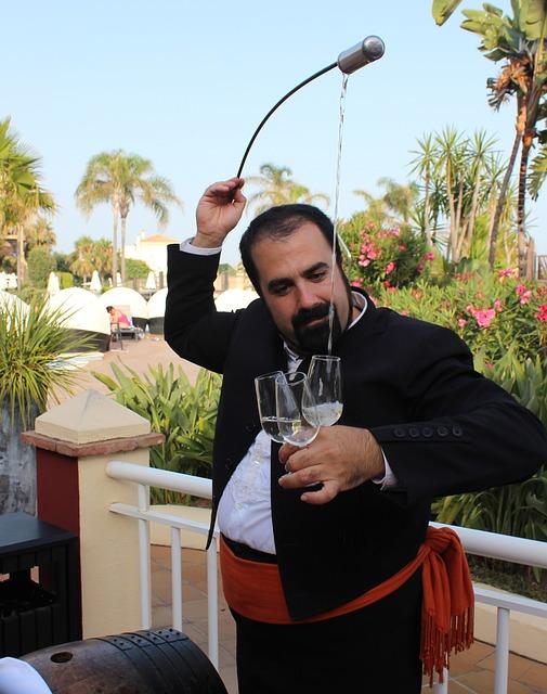 Servicio de los vinos de Jerez orenstein2 / Pixabay